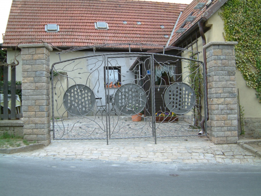Schmiedeeiserne Hoftore Robert Butz Metallbauer